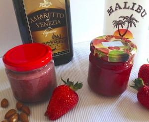 Links Erdbeer-Mandel, rechts Erdbeer-Kokos-Marmelade