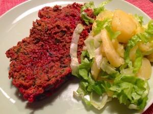 Faschierter Braten Blutrot mit Kartoffel-Endivien-Salat