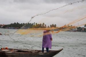 Fischer beim Auswerfen der Netze, Hoi An